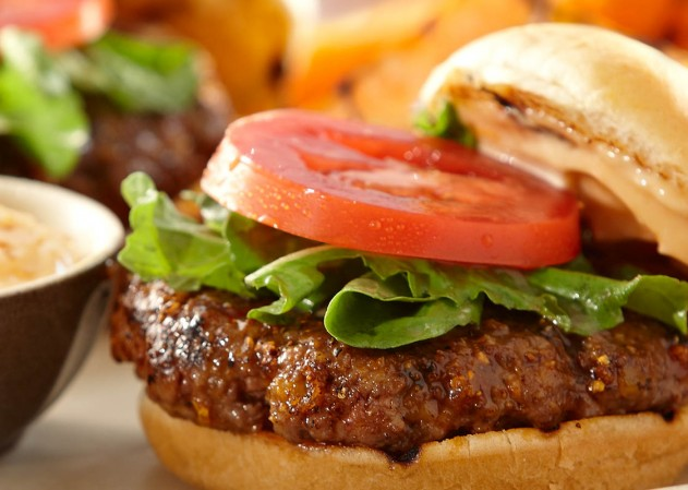 classic_burger_food_and_roll